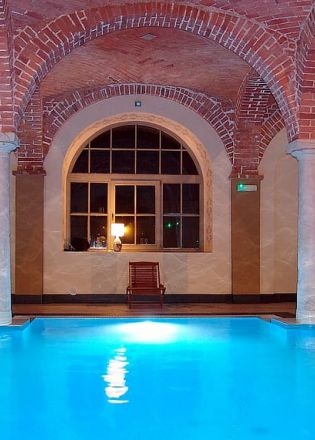 hotel-wellness-swimming-pool-vault